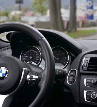 Wieso immer mehr Automobilhersteller auf Head-up-Displays setzen